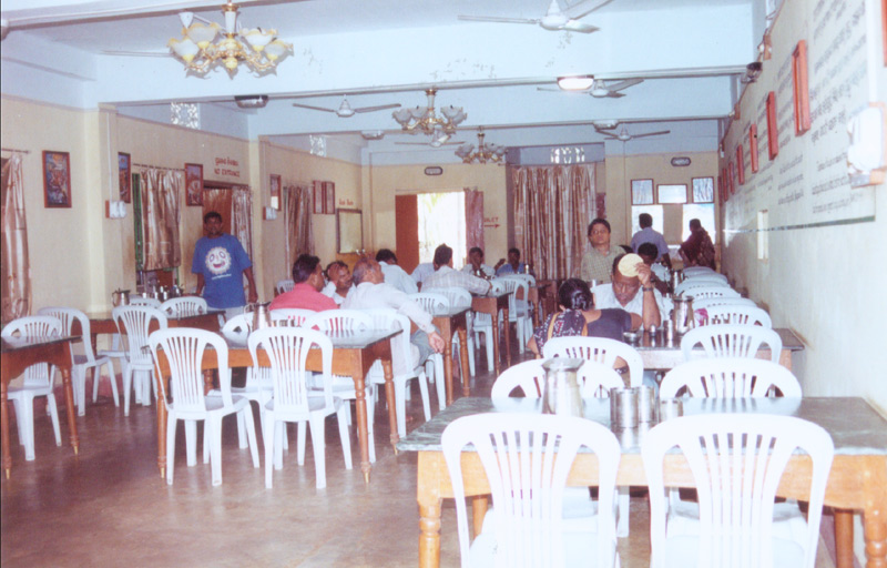 The restaurant-dining hall.